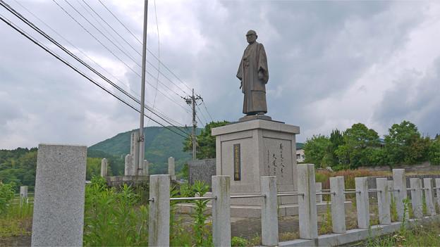 宮若市六郎丸交差点・山本義隆先生壽像 (2)