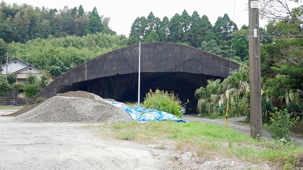 写真: 宮崎市本郷地区の掩体壕 2 (1)