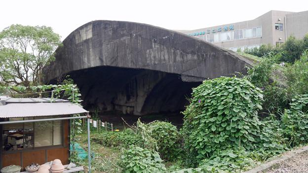 写真: 宮崎市本郷地区の掩体壕 3 (2)