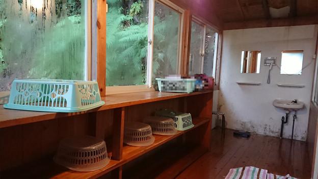 湯川内温泉 かじか荘 (10) 上の湯脱衣所