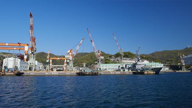 長崎港ターミナルから軍艦島クルーズ (6) 長崎造船所の第1、第2ドック