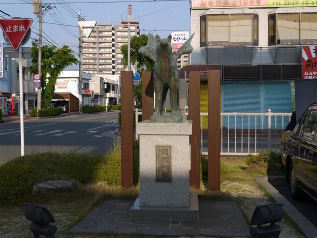 羽犬塚駅の羽犬の像 (1)
