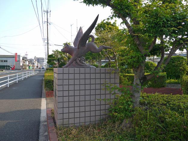 羽犬塚小学校北側の羽犬像 (1)