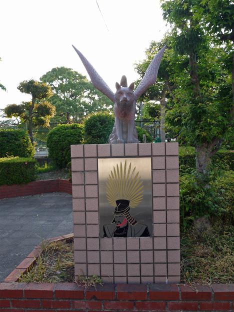 羽犬塚小学校北側の羽犬像 (3)