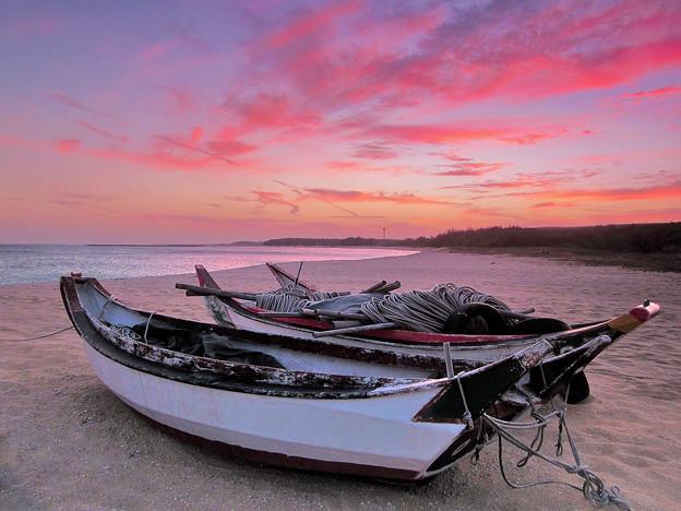 Photos: 彩霞與木舟