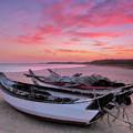写真: 彩霞與木舟