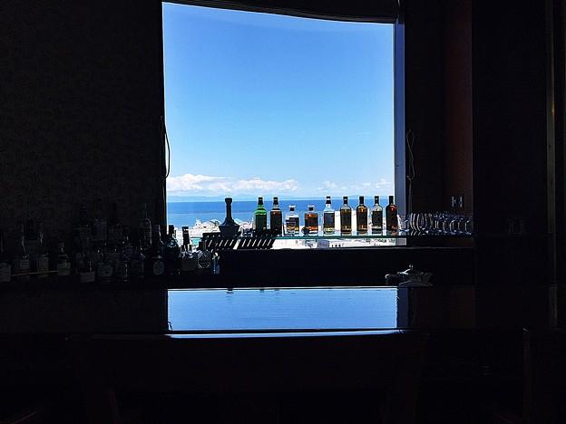 海の見えるバー