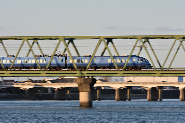 Photos: 鉄橋を渡る青いソニック