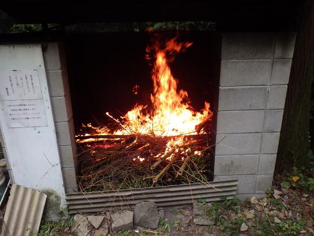 焼却ゴミに着火