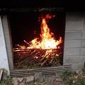Photos: 焼却ゴミに着火