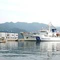 写真: 練習船「みうら」 と 舞鶴灯台