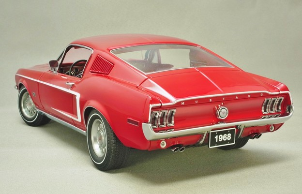 AUTOart 1/18 Ford Mustang 1968 fastback