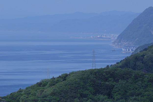 あさひ城山 山頂から 新潟県・親不知(右)