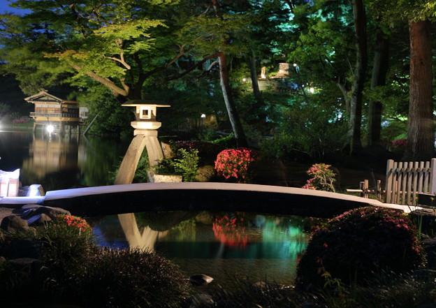 初夏の兼六園 徽軫灯籠と虹橋