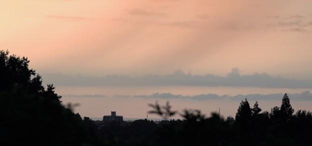夕焼け  雲が蜃気楼のように?