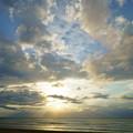 写真: 千里浜海岸  少しだけ夕日と光芒