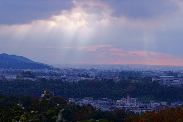 金沢市の街並みと光芒