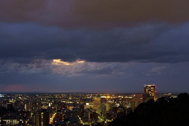 新年  金沢市の夜景 ちょっとだけ夕焼けが