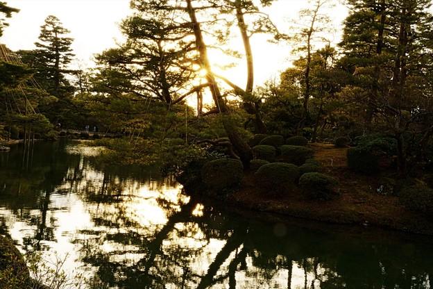 兼六園 霞が池の蓬莱島(右) 夕日
