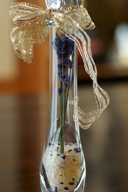 ラベンダーのドライフラワーを花瓶に