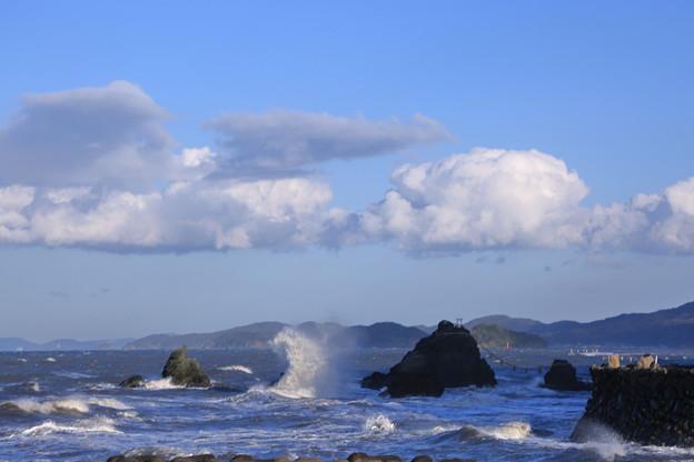 伊勢二見 荒波と夫婦岩(1)