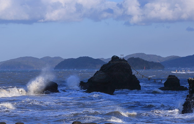 伊勢二見 荒波と夫婦岩(2)
