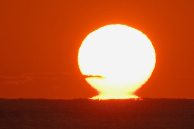 千里浜からだるま夕日