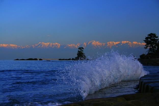 雨晴海岸から 2007年 海越しの立山連峰