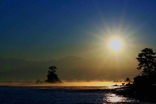 平成の思い出 2007年 雨晴海岸から 剱岳と日の出(1)