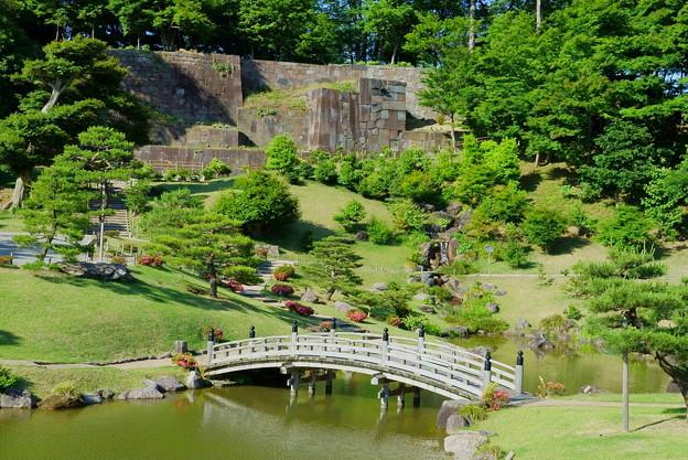 新緑の玉泉院丸庭園(4) 色紙短冊積石垣
