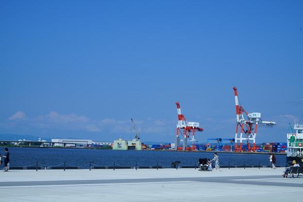 金沢港クルーズターミナルから(2) 港のキリン