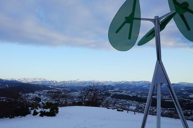 卯辰山見晴台のシンボル 風の樹