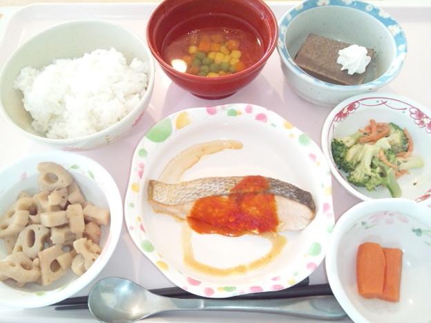 2月14日昼食(鮭のムニエル) #病院食