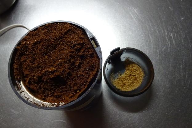コーヒー豆の粉砕とハマグリのリゾット風