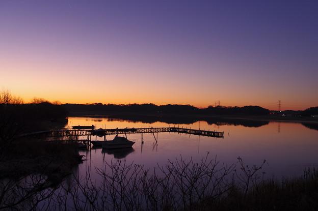 朝まだきの手賀沼ヨットハーバー