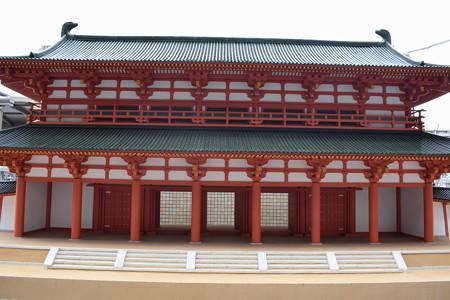 京都駅前のバスロータリー0025
