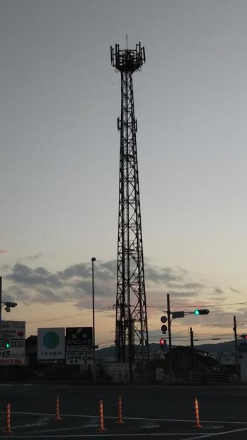 【今週の大都会岡山】近所に電波塔が立ってた! どこのキャリアかな? 美神使用のauだったら良いな♪\(^o^)/ ムクドリが落ちて死ぬと言われる5Gのだったら毎日観察せねばw