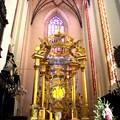 聖母マリ教会内部の大きな冠