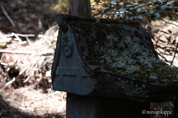 写真: 榛名神社_顔のある祠-4095