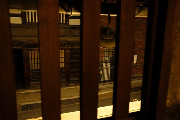 高山_旅のしおり_2階の部屋から通りを望む-0446