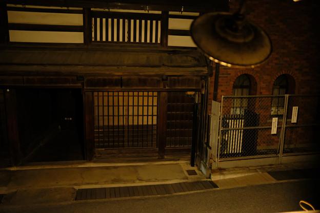 高山_旅のしおり_2階の部屋から通りを望む-0447
