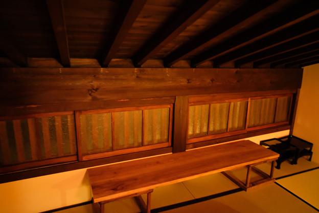 高山_旅のしおり_2階の和室の小窓-0487