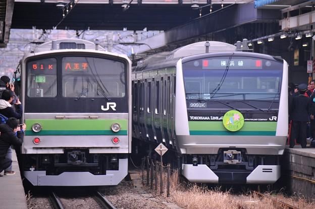 新旧の共演205系と新型E233系6000番台