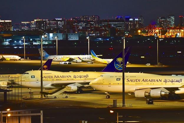 東京の夜景とサウジアラビア王国政府専用機