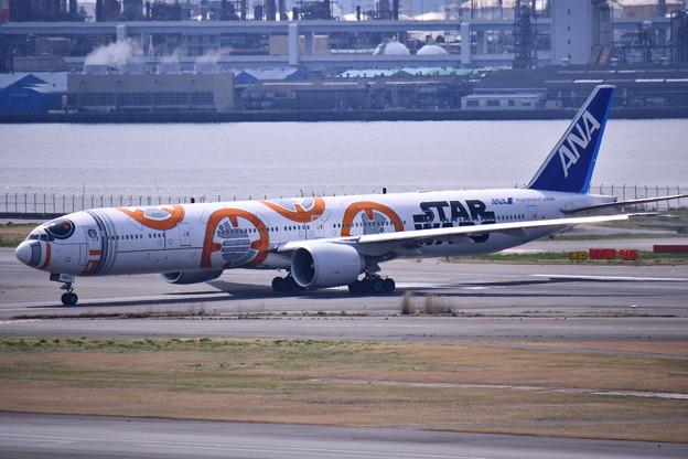 羽田空港ランウェイ34Rへ。。ANA BB-8JET。。20170325