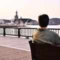 横須賀ヴェルニー公園と青年。。かがを眺めて 20170325