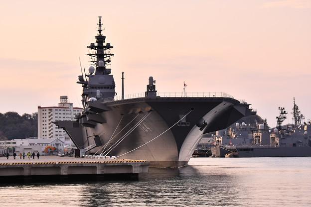 まだ竣工されたばかりのヘリコプター搭載護衛艦かが 20170325