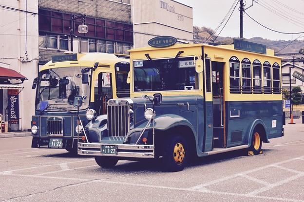 ボンネット型バス。。雰囲気がいい山北駅 20170410