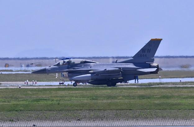 岩国基地。。三沢の米空軍WW F-16D 会場へ移動 5月3日