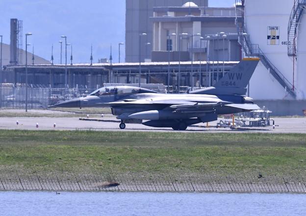 岩国基地。。三沢の米空軍F-16D2機目 5月3日
